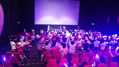 04劇場版ラブライブ上映前から盛り上がっている